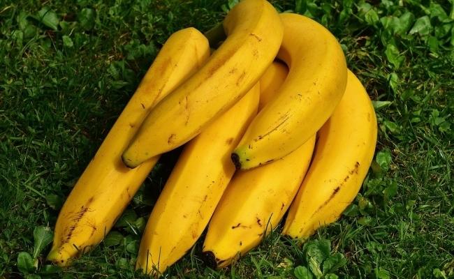 Pot lustrui pantofi cu banana?