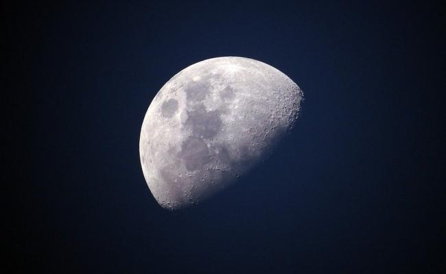Cand a fost creata Luna?