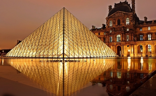 Piramida din Franta