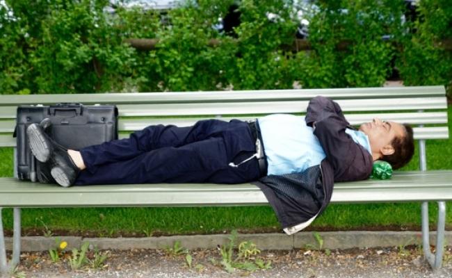 Cat poti trai fara somn sau fara mancare?