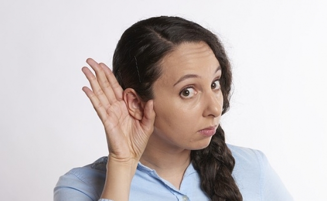 Urechiile aud tot timpul?
