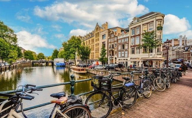 Cate piste de biciclete sunt in Olanda?
