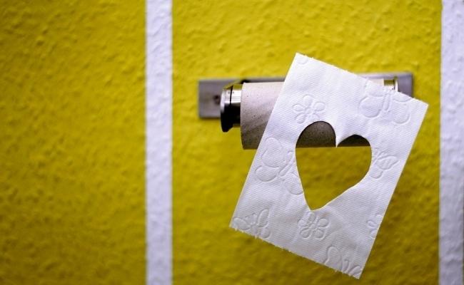 De cine a fost inventata hartia igienica?