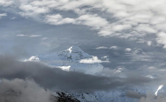 Care este inaltimea exacta a muntelui Everest?