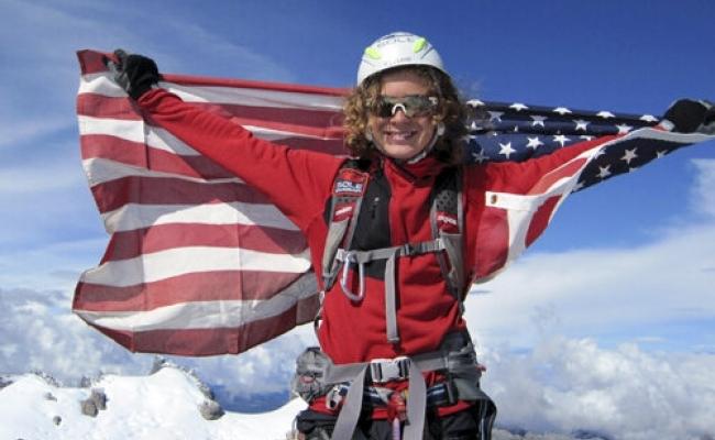 Cel mai tanar om care a atins muntele Everest?