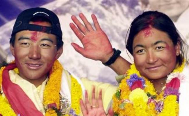 Primul cuplu care s-a casatorit pe Everest?