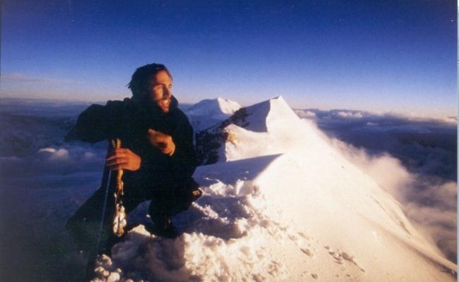 Care este prima persoana nevazatoare care a urcat pe Everest?