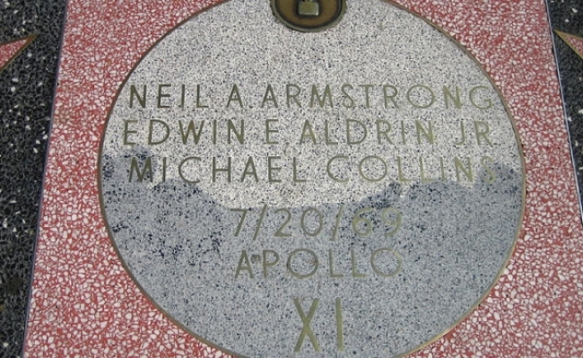 Stea circulara pentru echipajul Apollo 11 la Hollywood